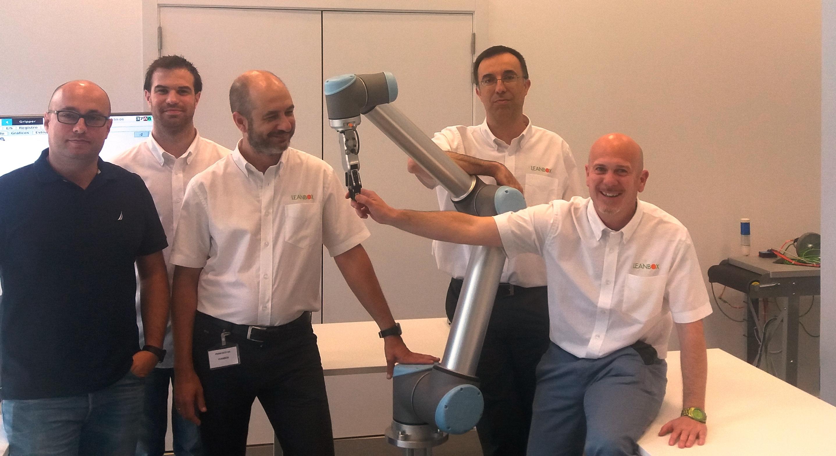 Equipo de leanbox con robot calaborativo